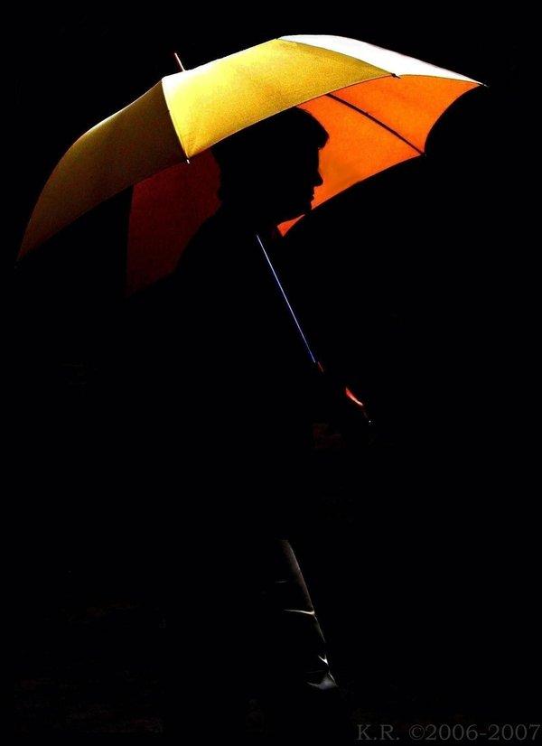 фото с желтым зонтом как коржи меня