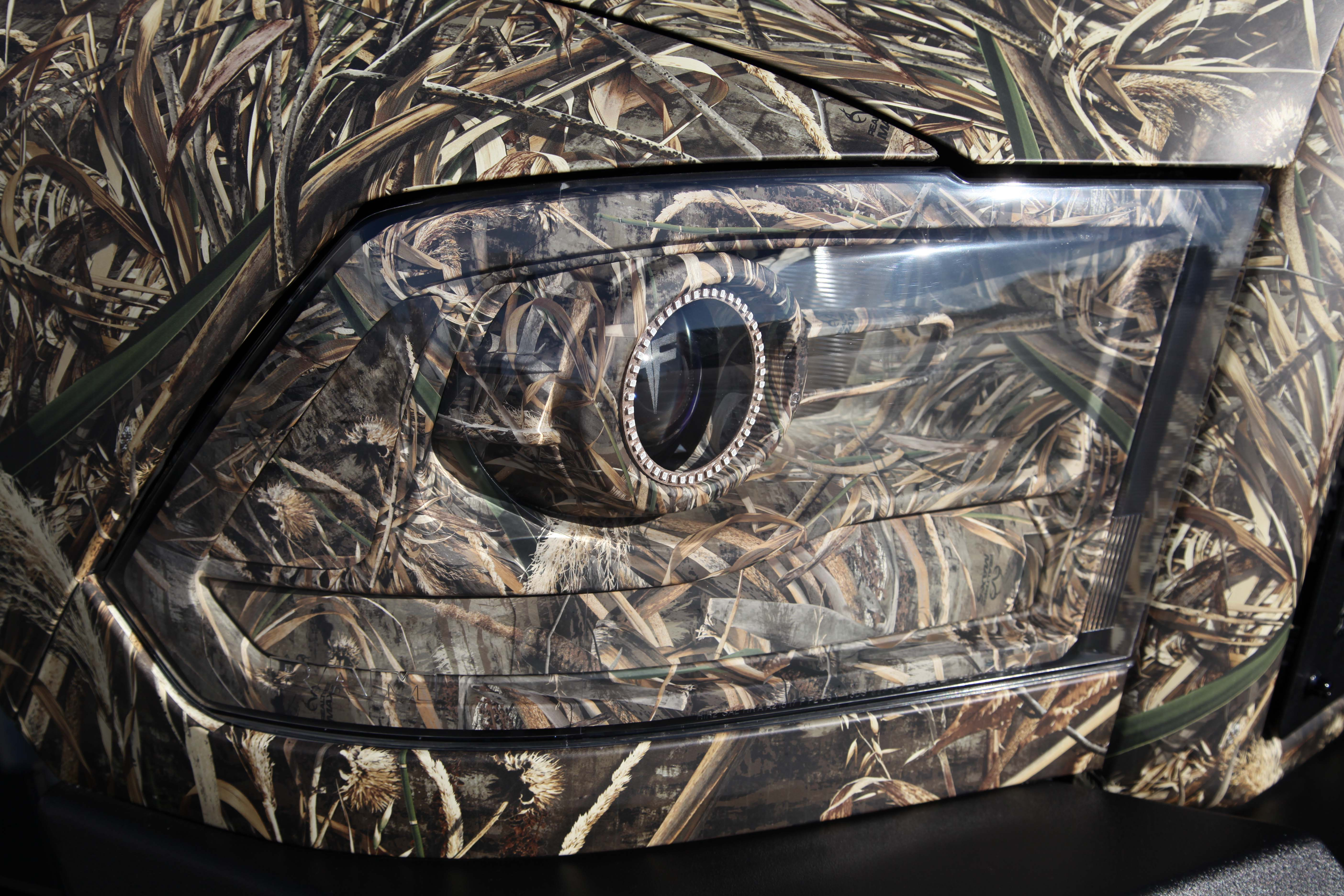 Displaying 7 Images For   Ford Logo Wallpaper Camo 5616x3744