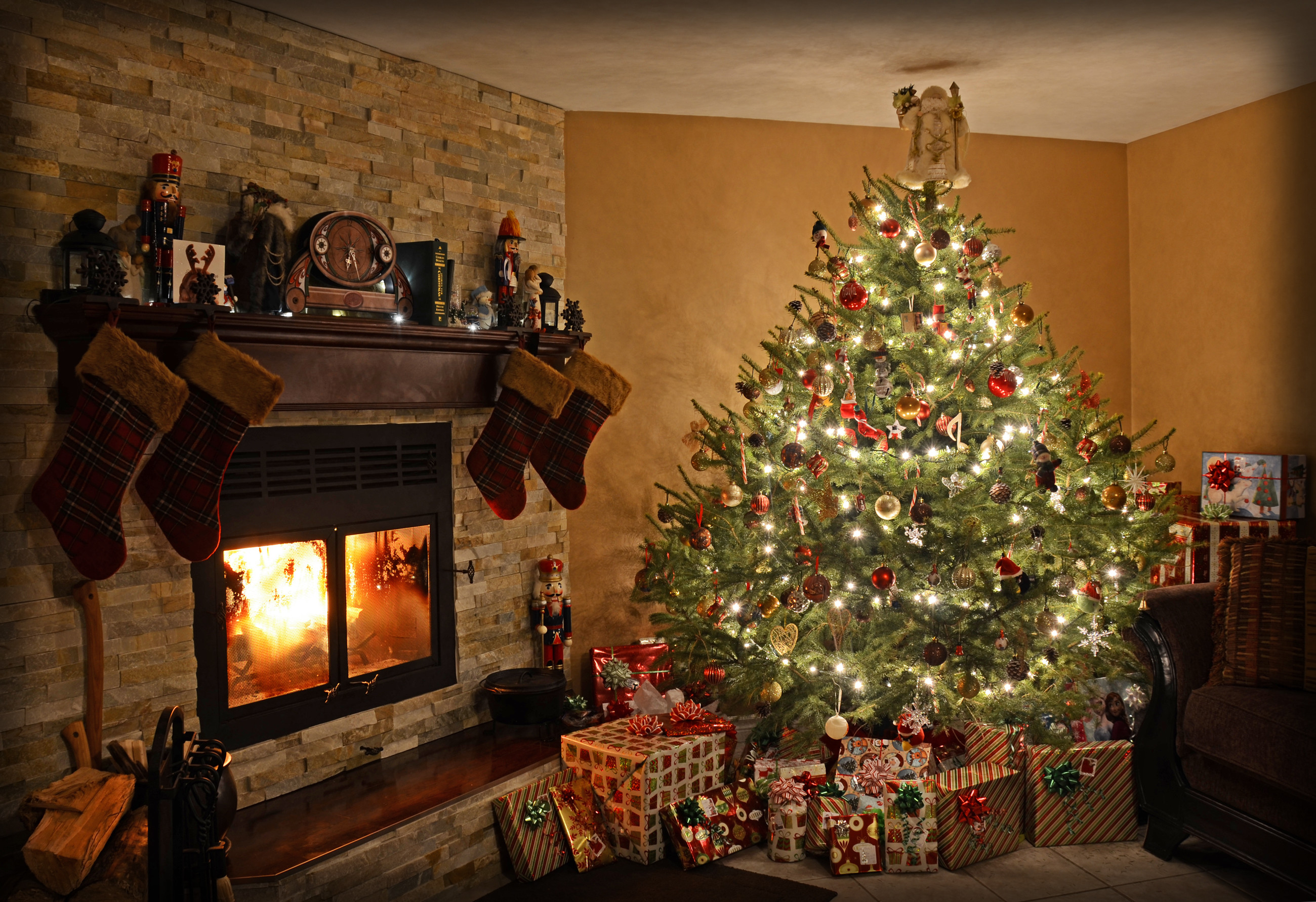 Christmas Fireplace Wallpaper 57 images 2600x1783