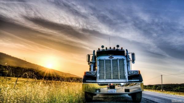 Peterbilt trucks Peterbilt 600x338