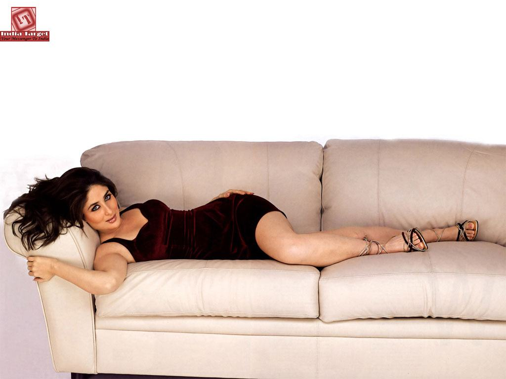 Kareena Kapoor Hot Dressing Wallpapers Romantic wallpapers backgrounds 1024x768