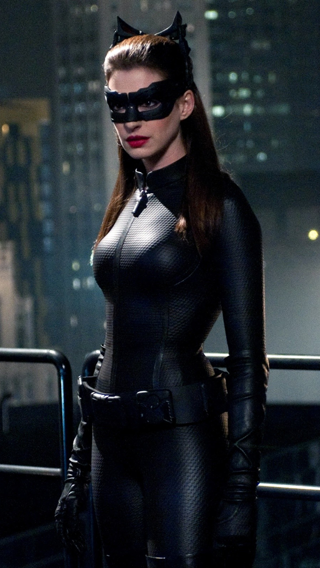 Anne Hathaway Catwoman   The iPhone Wallpapers 640x1136