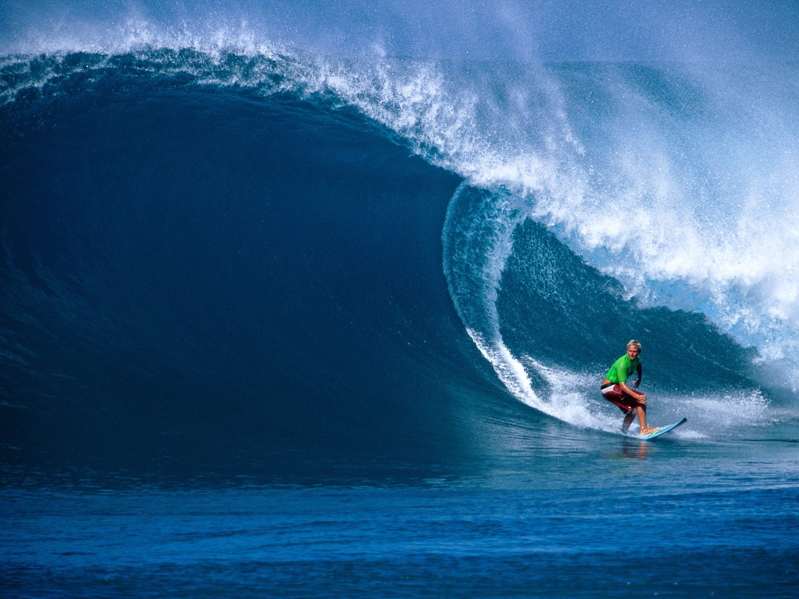 Hawaii Surfing Dangerous Waves New Stylish Wallpaper 1600x1200