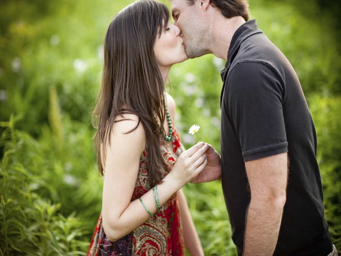 Couple Kiss With Flower HD Wallpaper