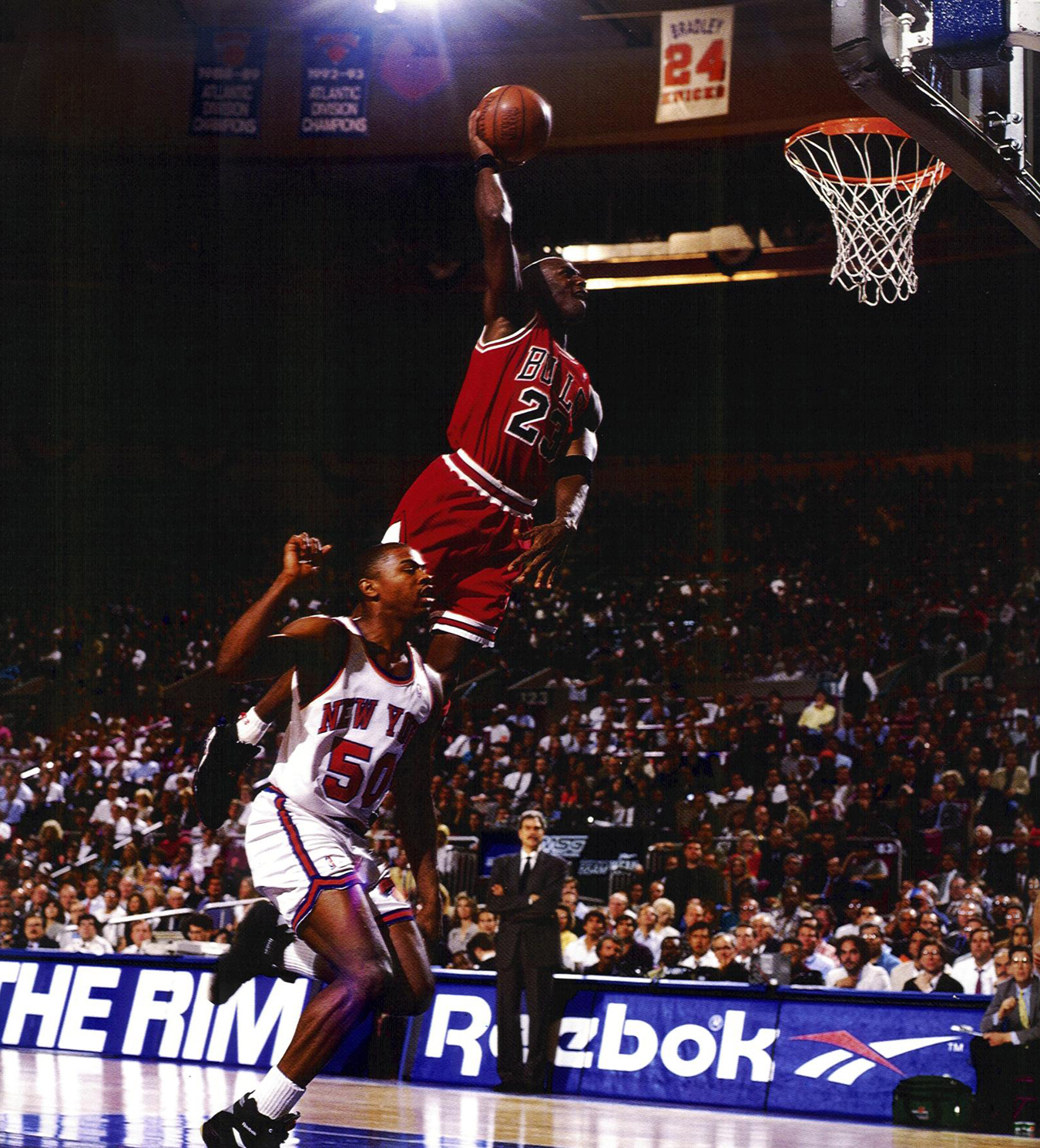 Knight Basketball Player Wallpaper: Michael Jordan Dunk Wallpaper