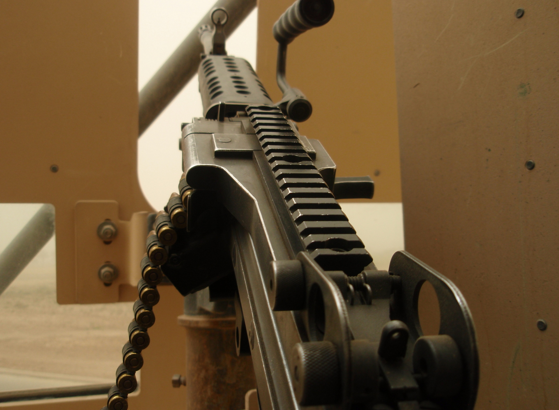 Tags Machine gun 1920x1408 wallpaper1920X1408 wallpaper screensaver 1920x1408