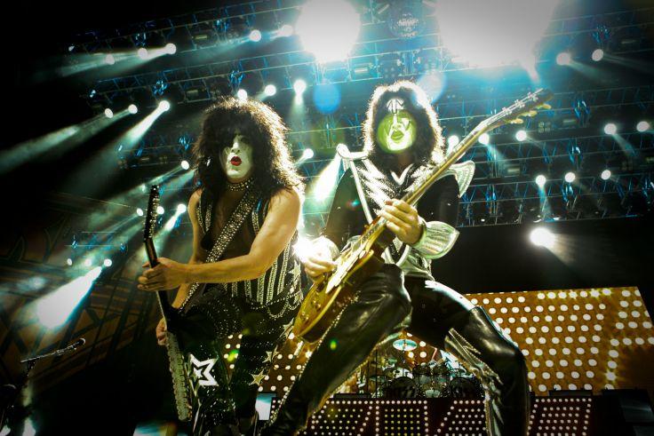 Kiss heavy metal rock bands concert guitar w wallpaper background 736x491