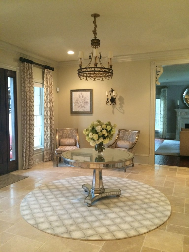 This warm and inviting foyer is a perfect example of how to mix modern 768x1024