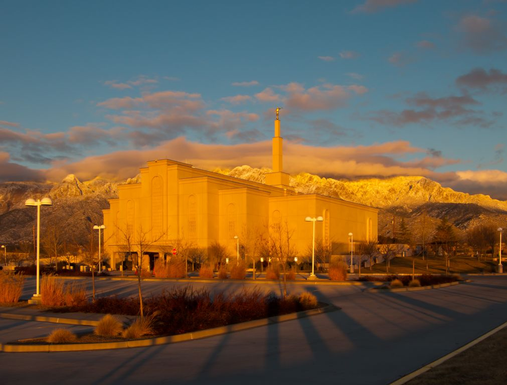 to enlarge this image of the Albuquerque New Mexico Mormon Temple 1011x768