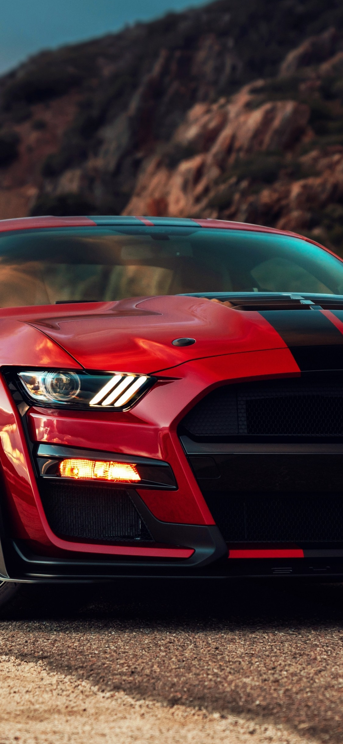 Download 1125x2436 Ford Mustang Shelby Gt500 2020 Red And Black 1125x2436