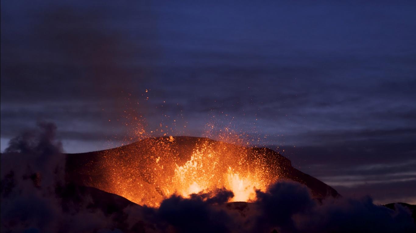 Volcano wallpaper   Eyjafjallajkull   1366x768 1366x768