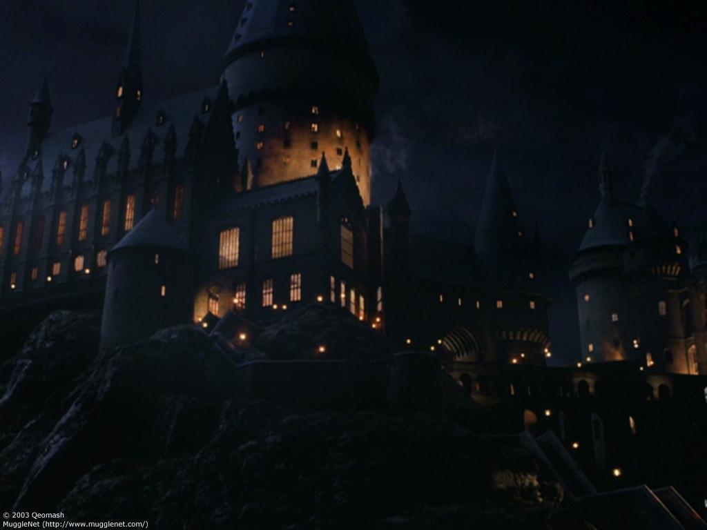 Hogwarts   Harry Potter Desktop and mobile wallpaper Wallippo 1024x768
