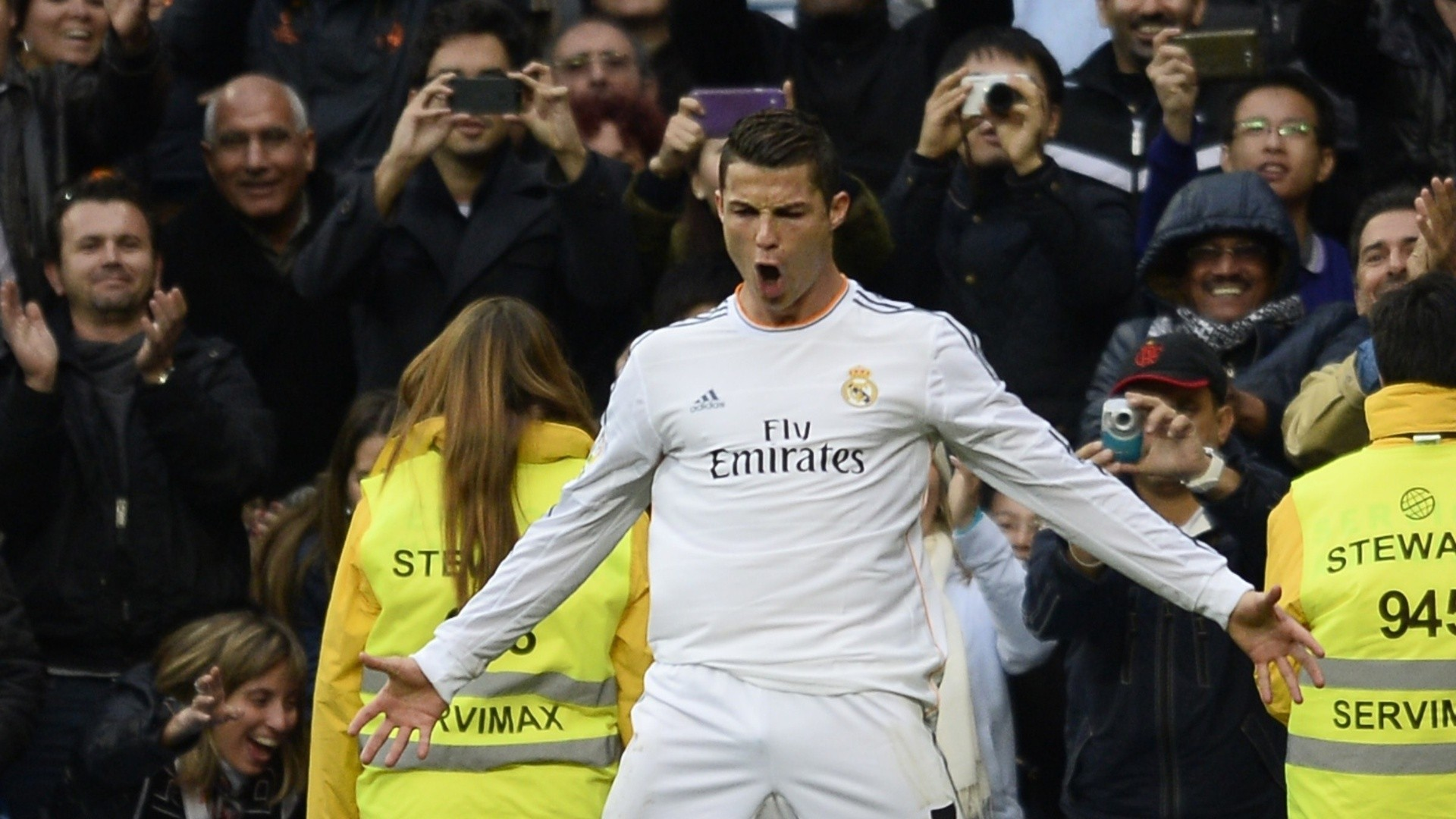 cristiano ronaldo essay Biography portugal's best and manchester united's darling midfielder, cristiano ronaldo dos santos aveiro was brought into this world on february 5, 1985 in funchal.