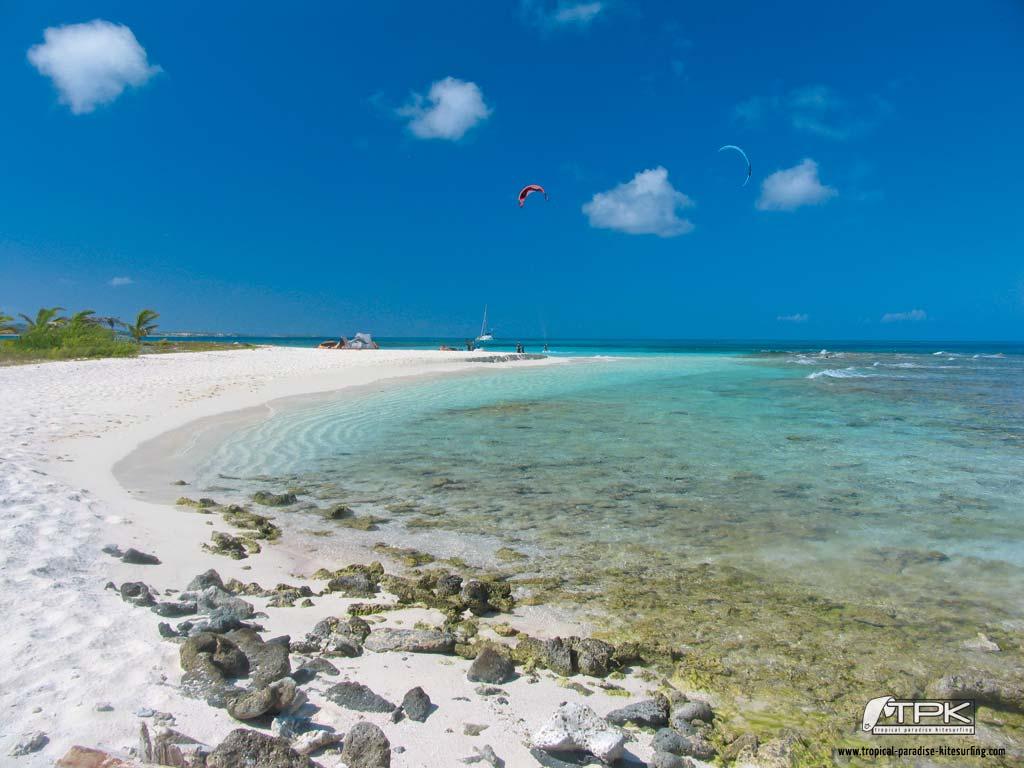 kitesurfing wallpaper sandyisland02 Tropical Paradise Kitesurfing 1024x768