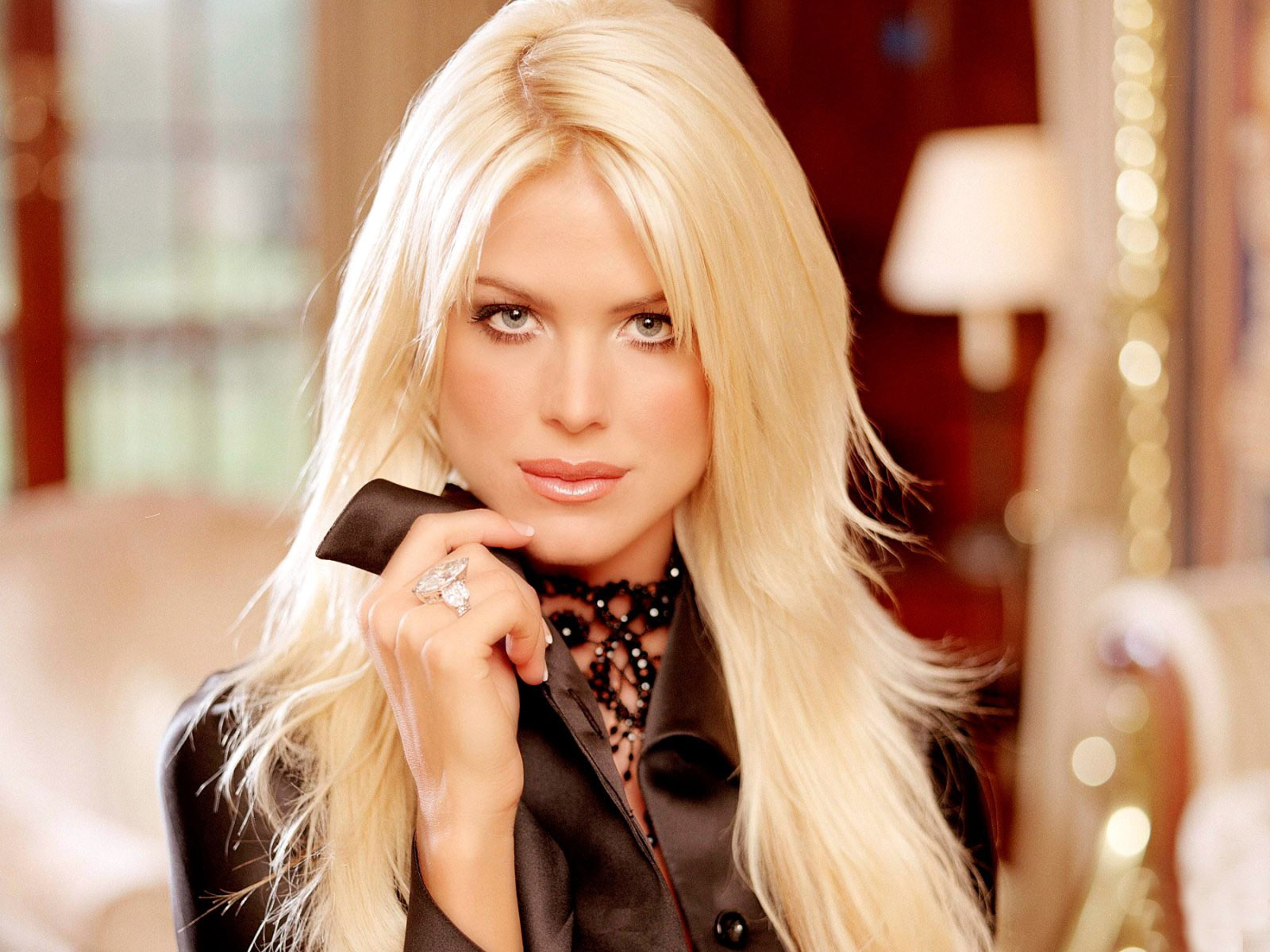 Hollywood actress wallpapers Victoria Silvstedt hd wallpapers 1600x1200