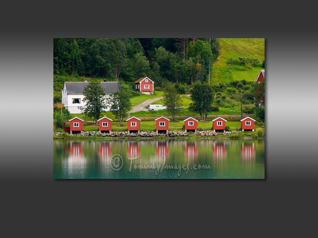 Olden Norway   Camping cabins of Nsset Camping sit along the fjord 1024x768