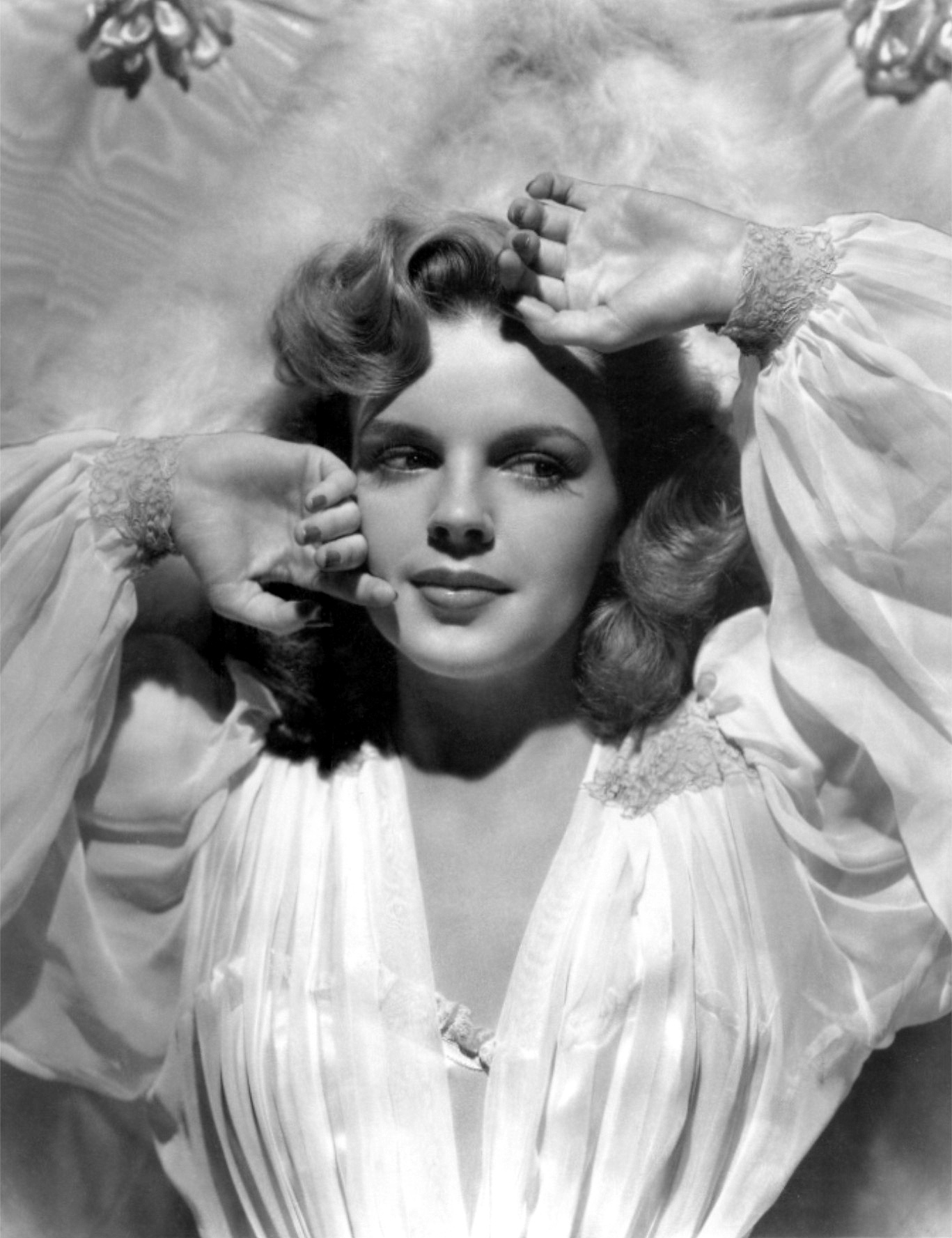Judy Garland photo 4 of 52 pics wallpaper   photo 183068   ThePlace2 1367x1777