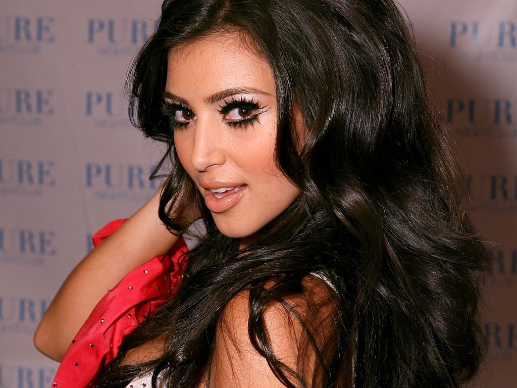 Kim Kardashian HD Wallpapers 1024x768
