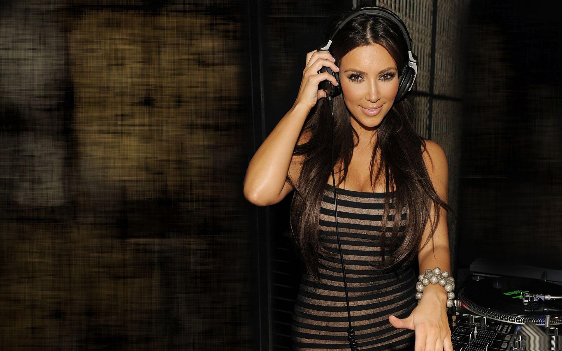 Kim Kardashian Hot 2013 HD Wallpaper of Celebrities 1920x1200