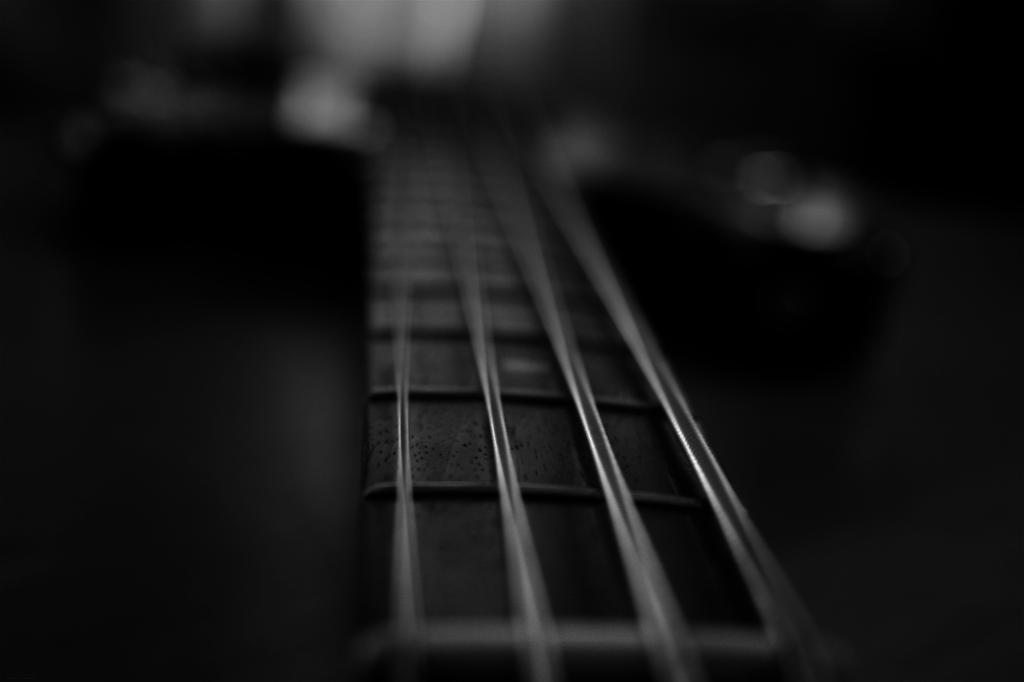 Bass Guitar   Wallpaper by jumert 1024x682