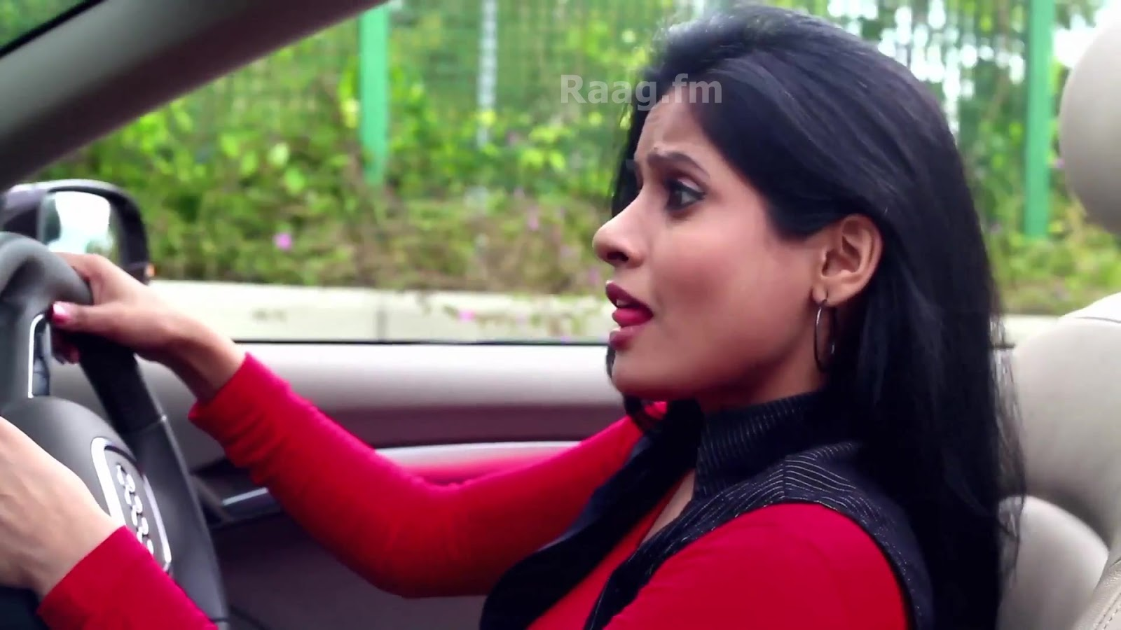 Miss Pooja Pictures Images 1600x900