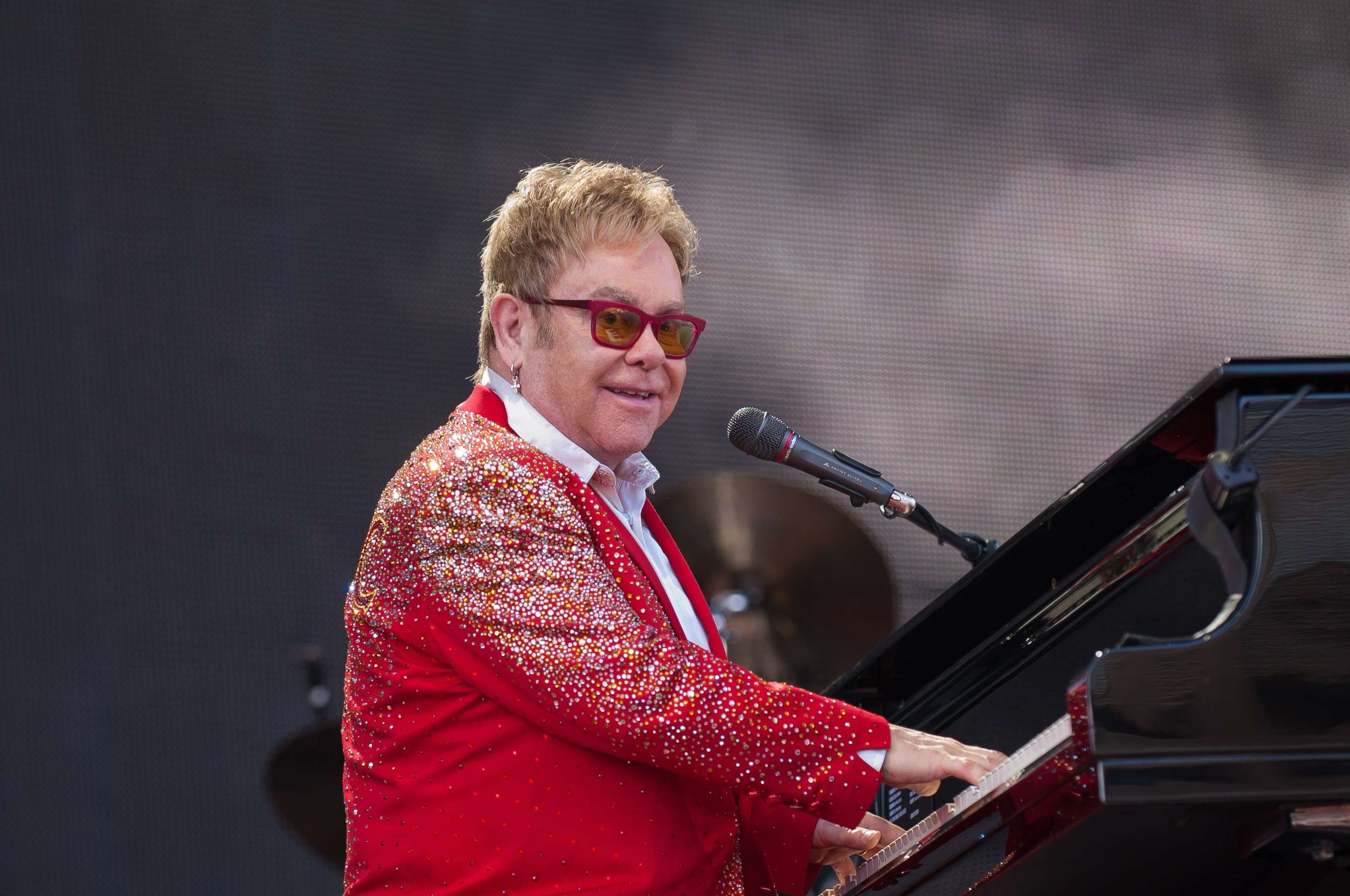 Elton John Performing Wallpaper 60603 2784x1848px 2784x1848