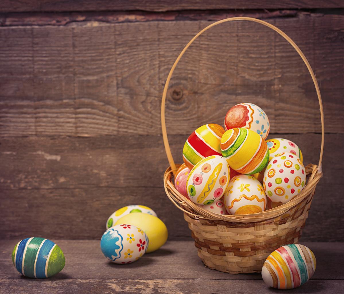 Wallpaper Easter Eggs Wicker basket Holidays Wood planks 1199x1024