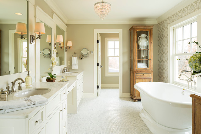 LAKE ELMO GREEK REVIVAL FARMHOUSE   Farmhouse   Bathroom   minneapolis 640x426