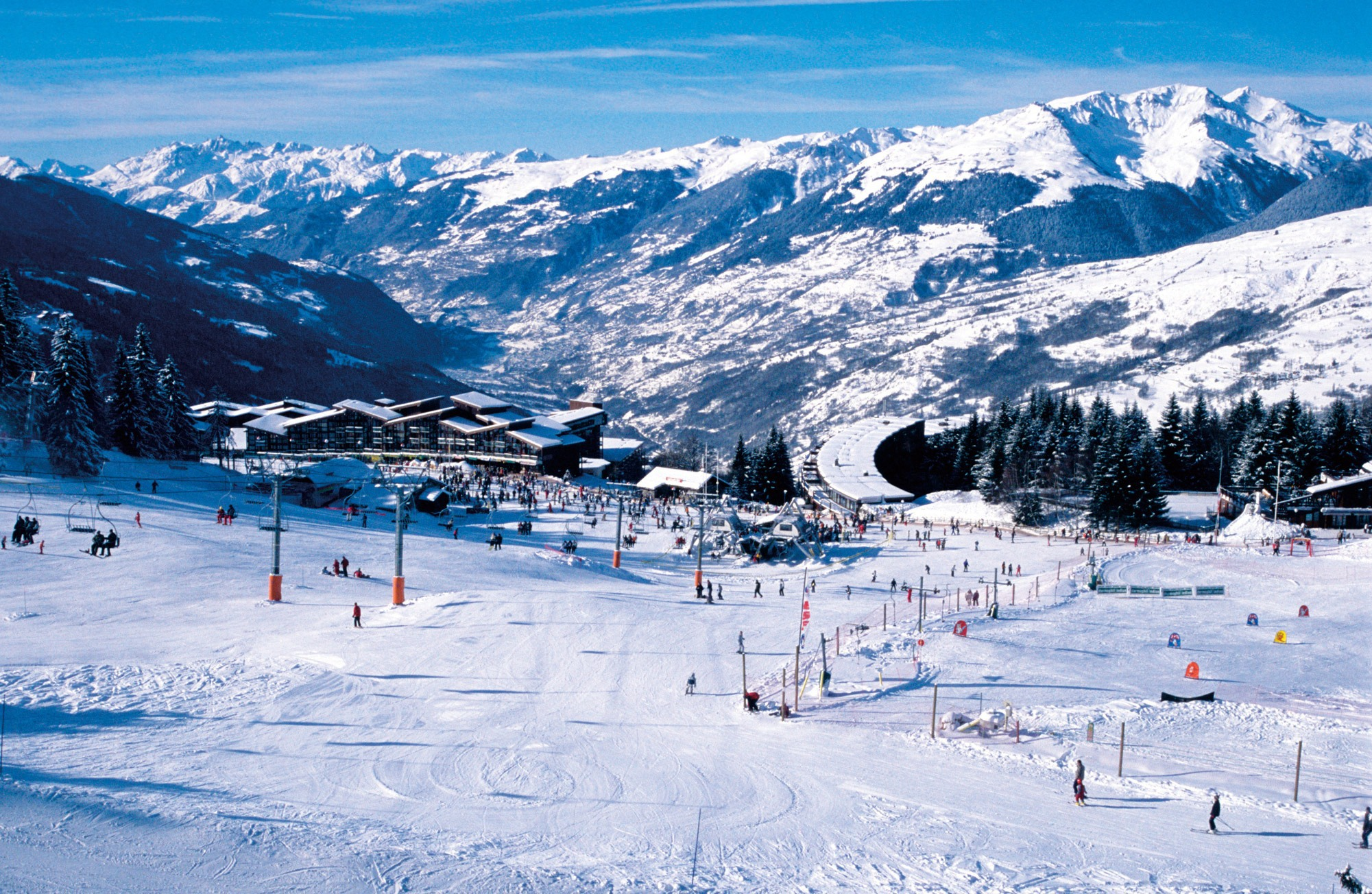 Ski piste in the ski resort of Les Arcs France wallpapers and images 2001x1304