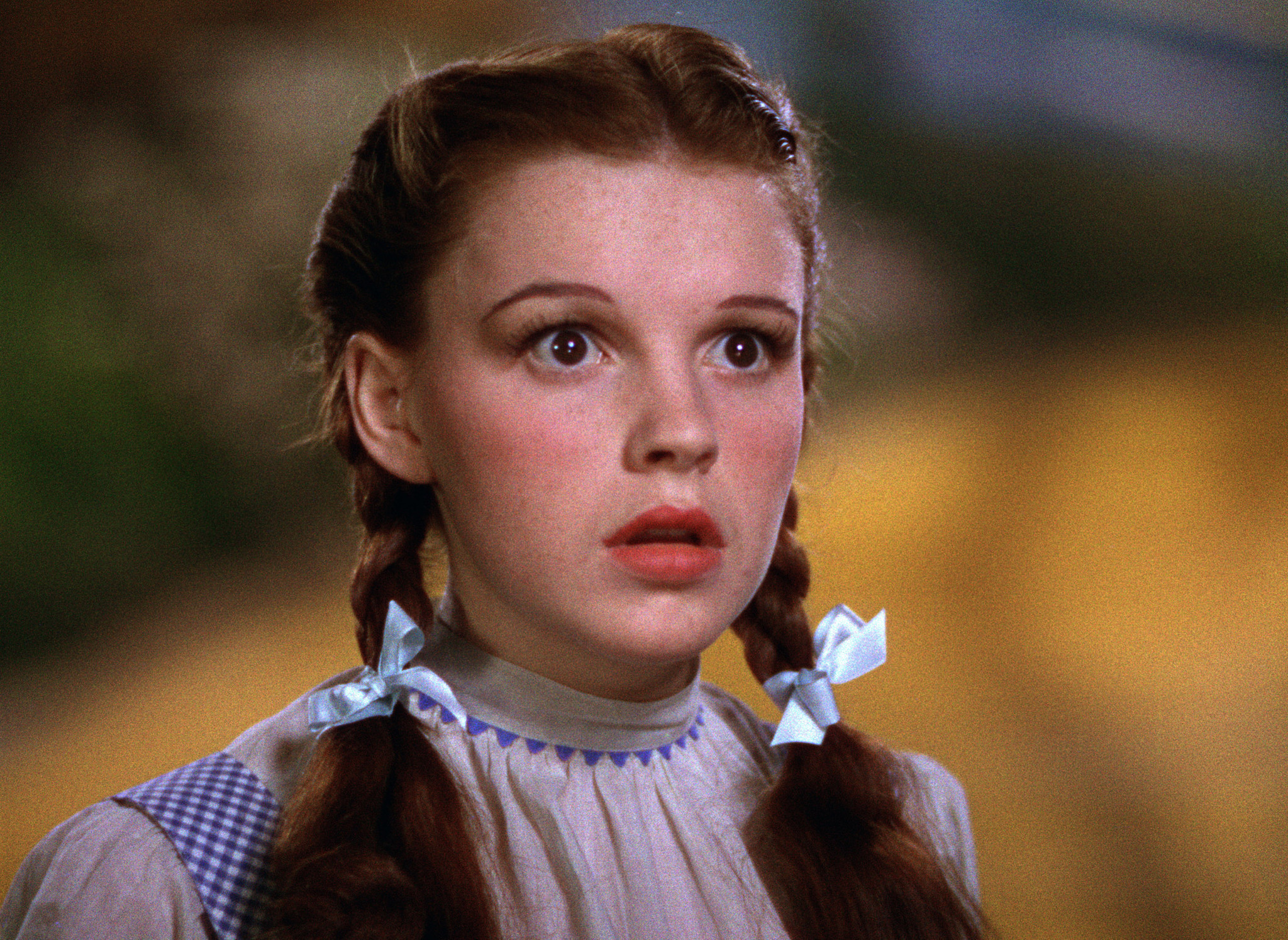 Judy Garland as Dorothy in The Wizard of Oz HD Wallpaper 2048x1494