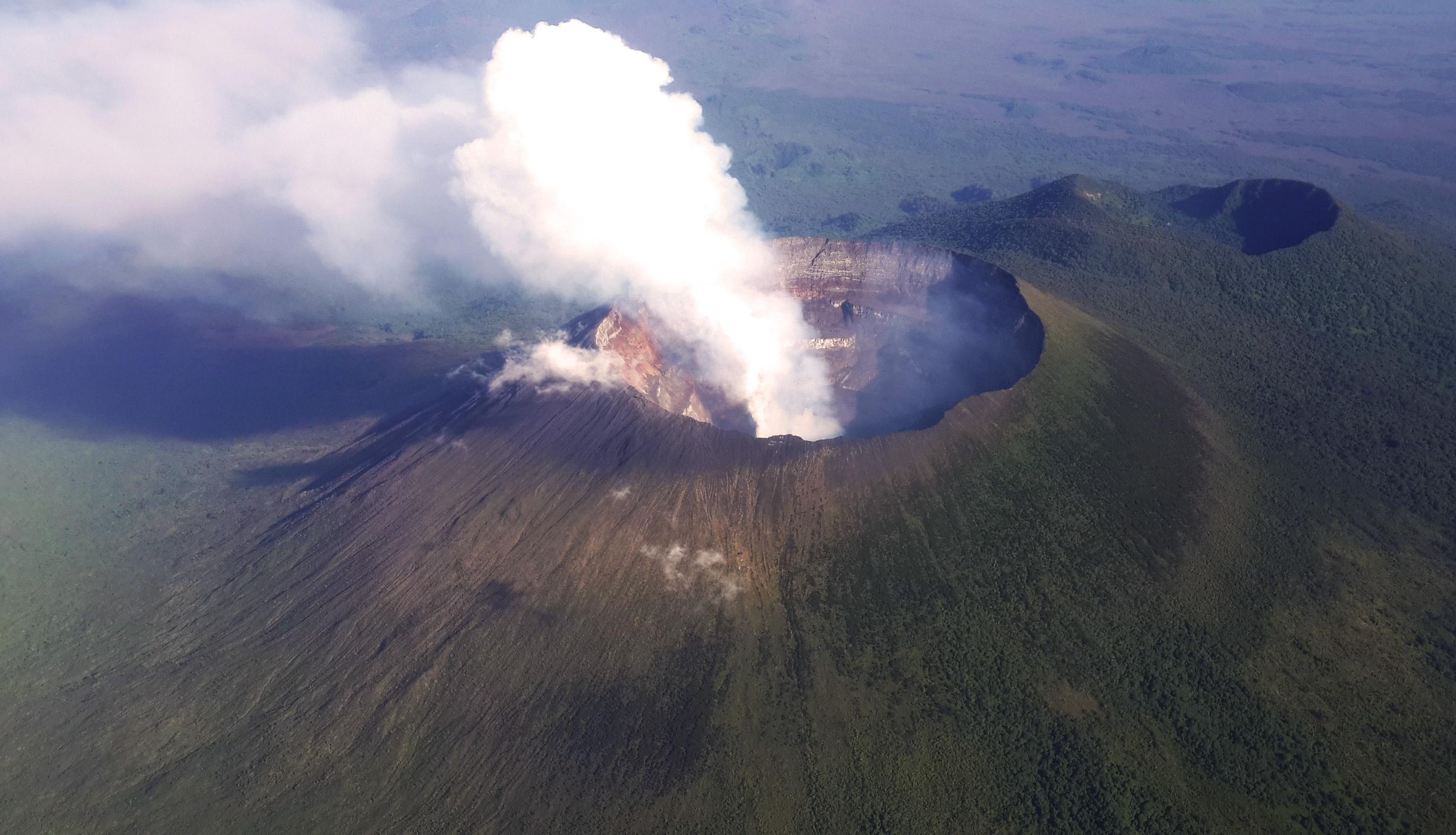 Mount Nyiragongo   Wikipedia 2928x1680