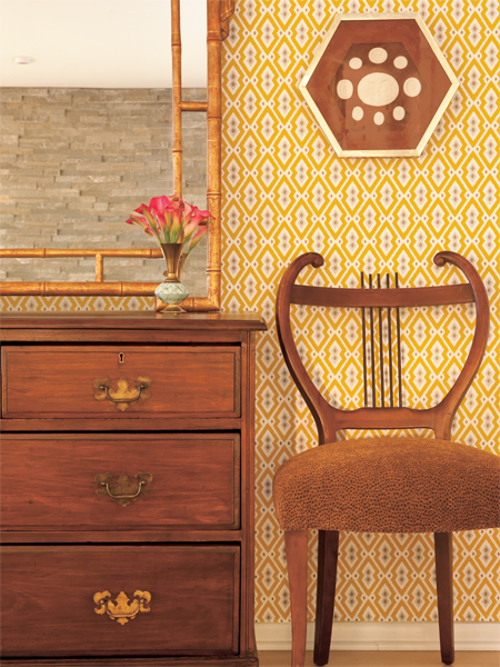 Retro yellow wallpaper gives traditional furniture a modern look 450x600