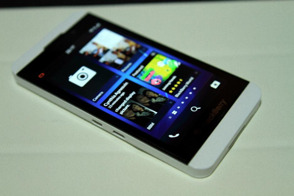 New BlackBerry Z10 White Wallpaper Collection Wallpaper size 937x625 937x625