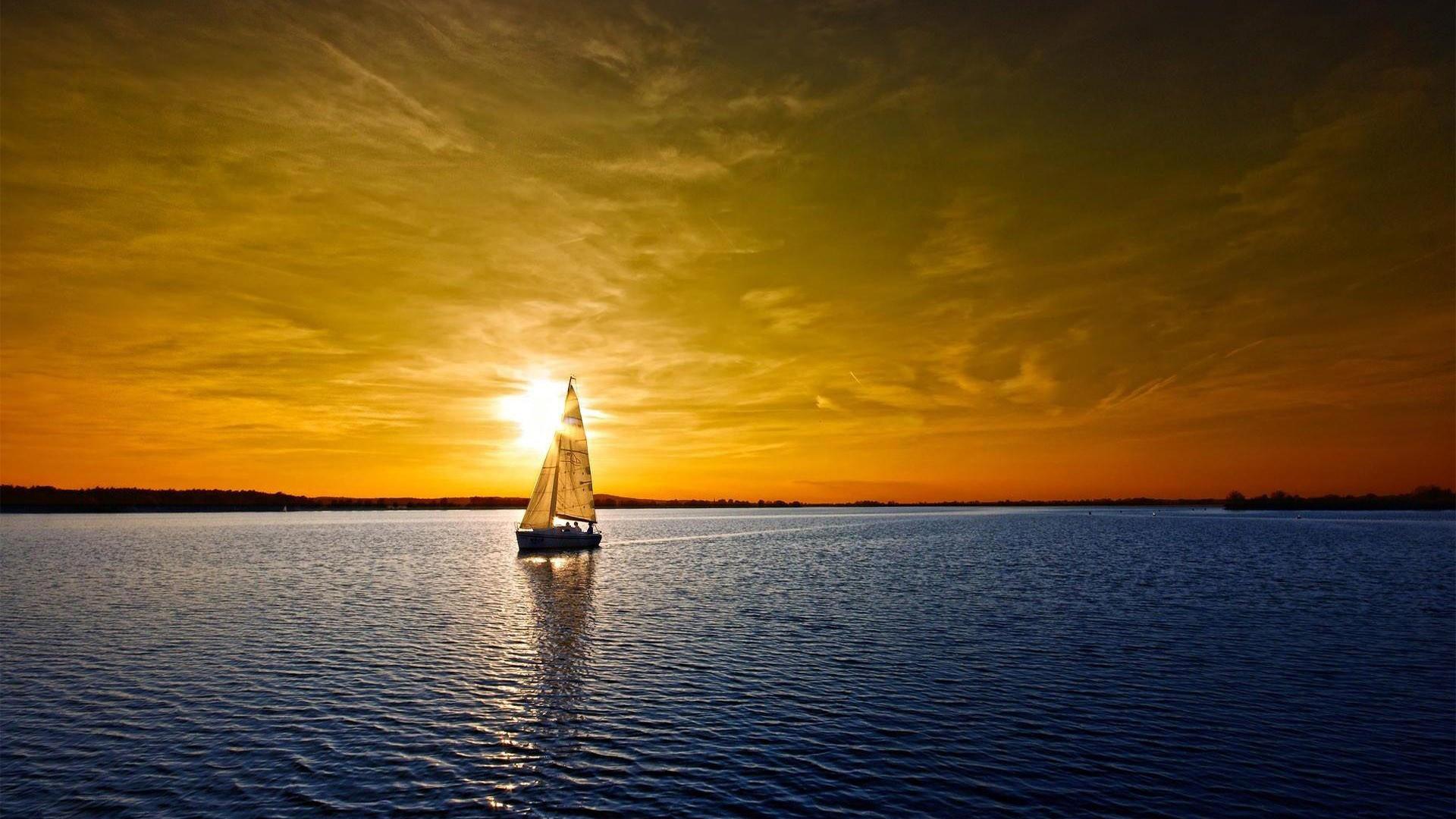 Не спокойное море в лучах заката  № 3849300 бесплатно