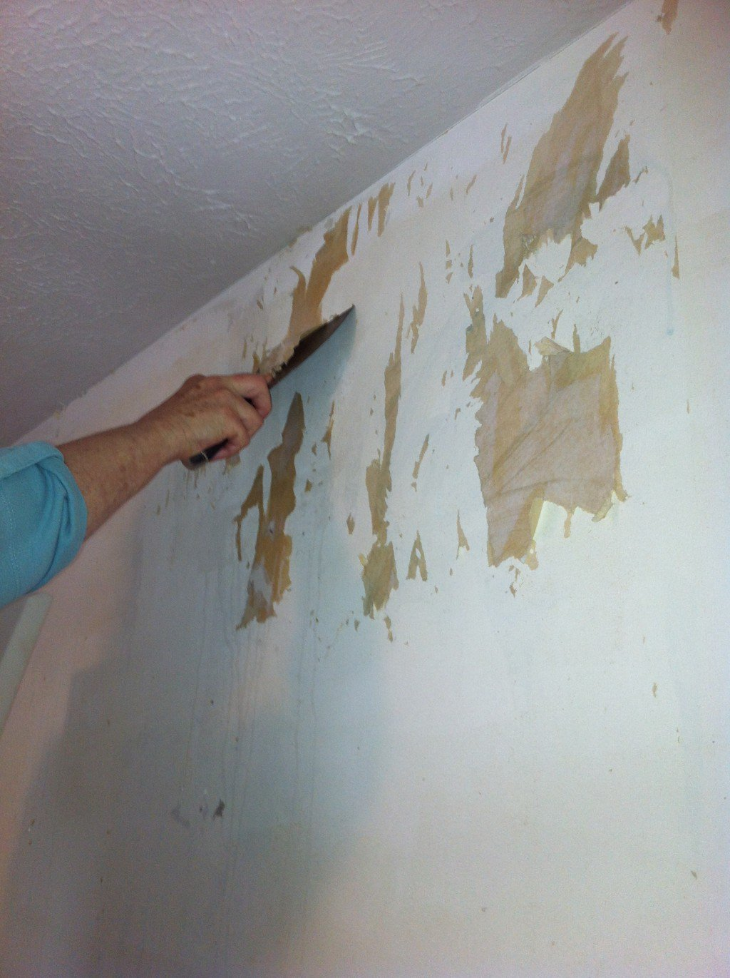 How to remove old wallpaper glue from plaster walls