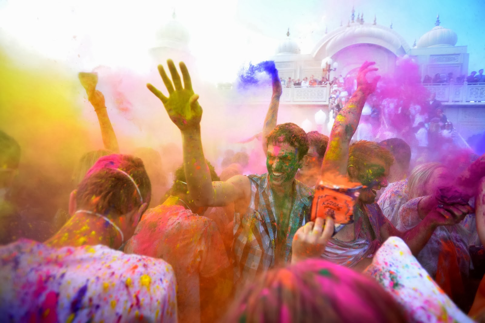 Happy Holi 2014 wallpapers and images in HD 1600x1065