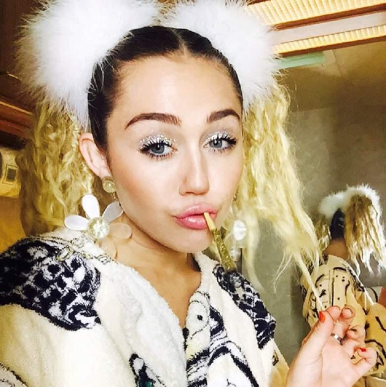 Pictures Miley Cyrus Hot Miley Cyrus Sexy Miley Cyrus VMAs 2015 780x781