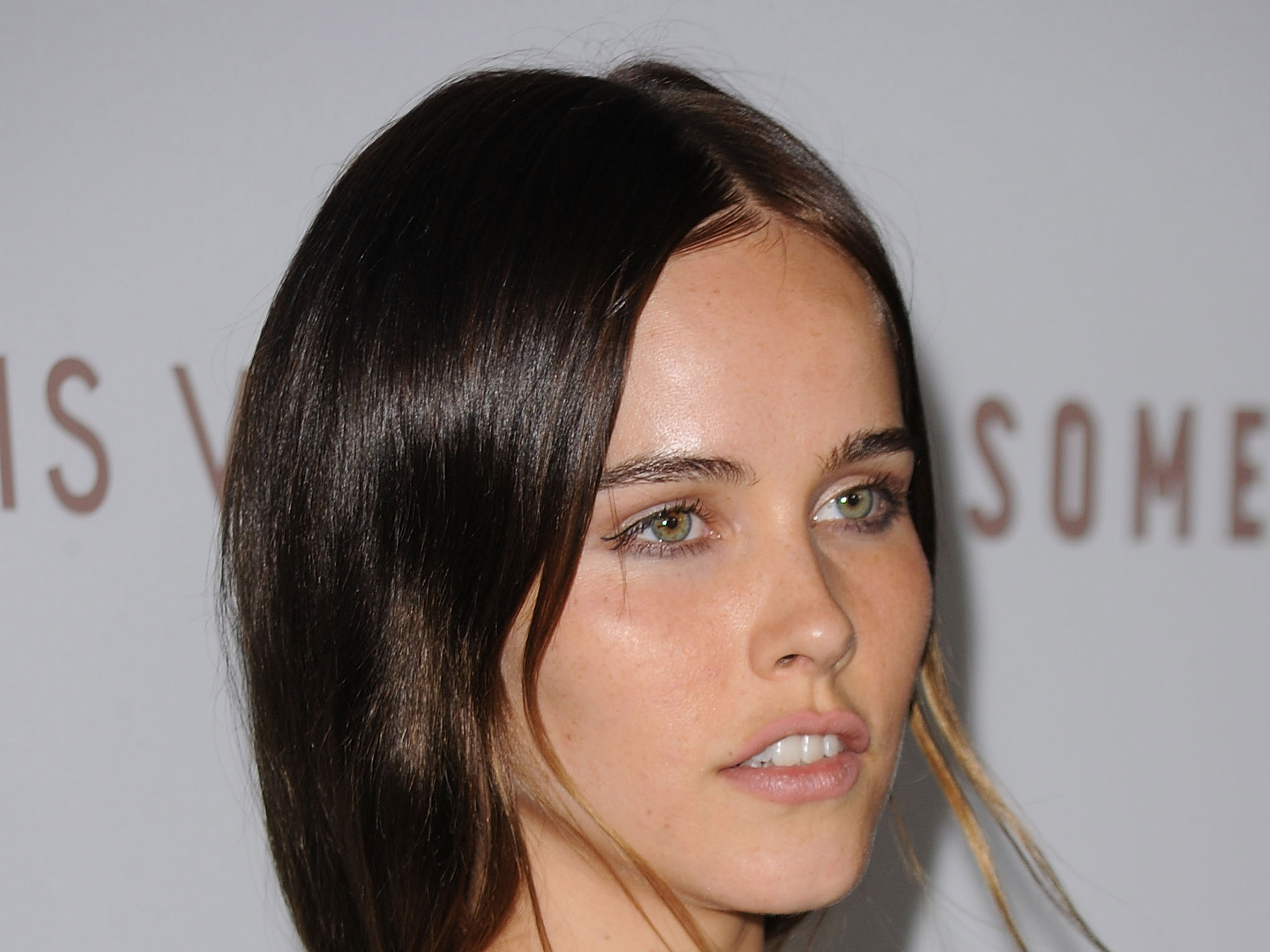 Beautiful Isabel Lucas Wallpaper Full HD Pictures 2560x1920