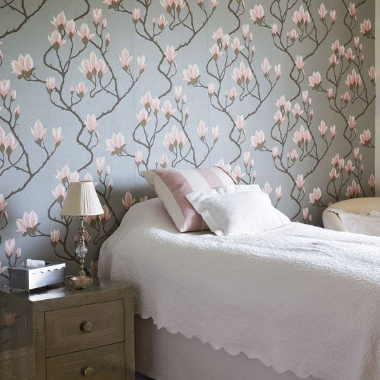 Traditional floral bedroom Floral wallpaper Bedroom design Image 550x550