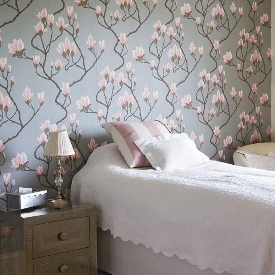 Traditional floral bedroom Floral wallpaper Bedroom design Image 550x550