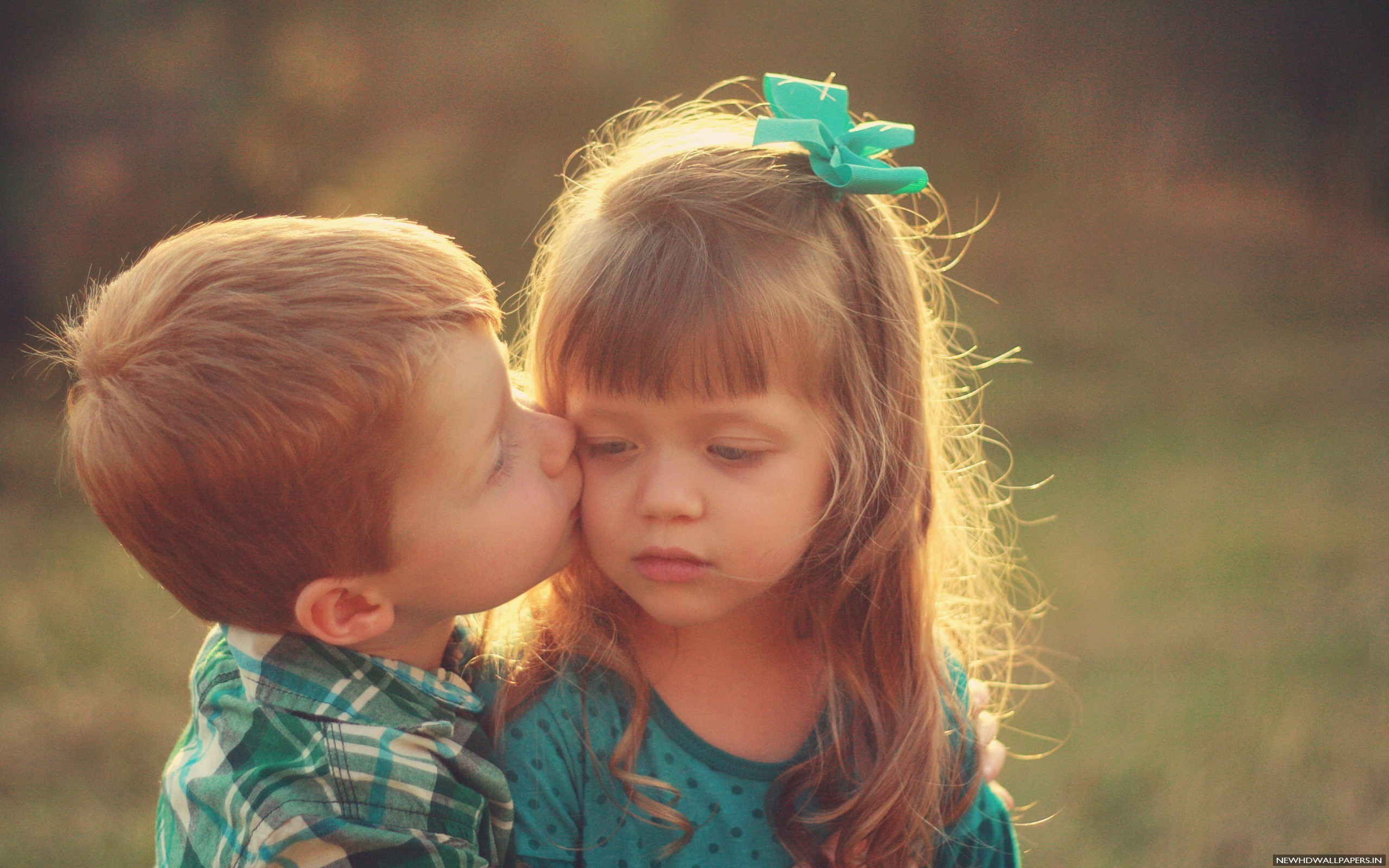 Cute Child Kissing Background HD   New HD Wallpapers 2560x1600
