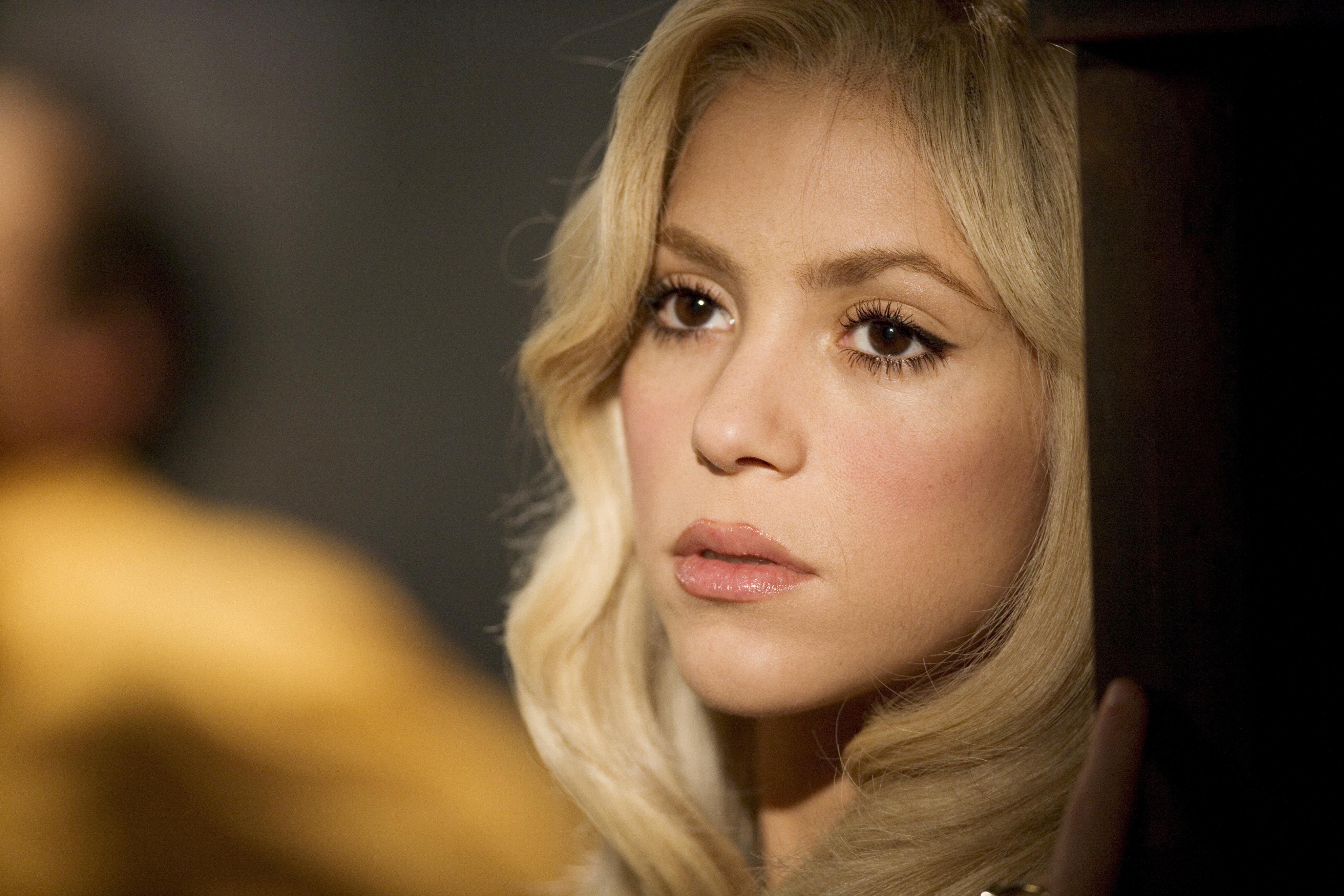 Shakira singer music blonde celebrity shakira wallpapers photos 4096x2731