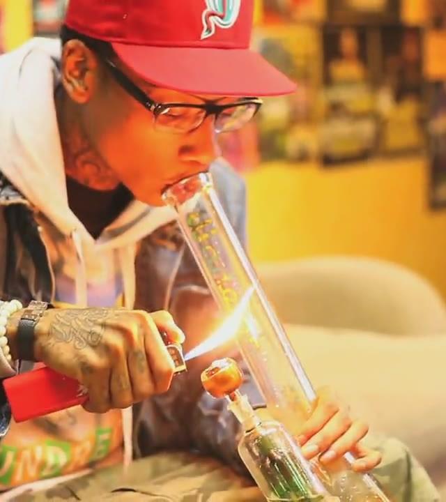 Wiz Khalifa Smoking a Bong Rap Wallpapers 640x720