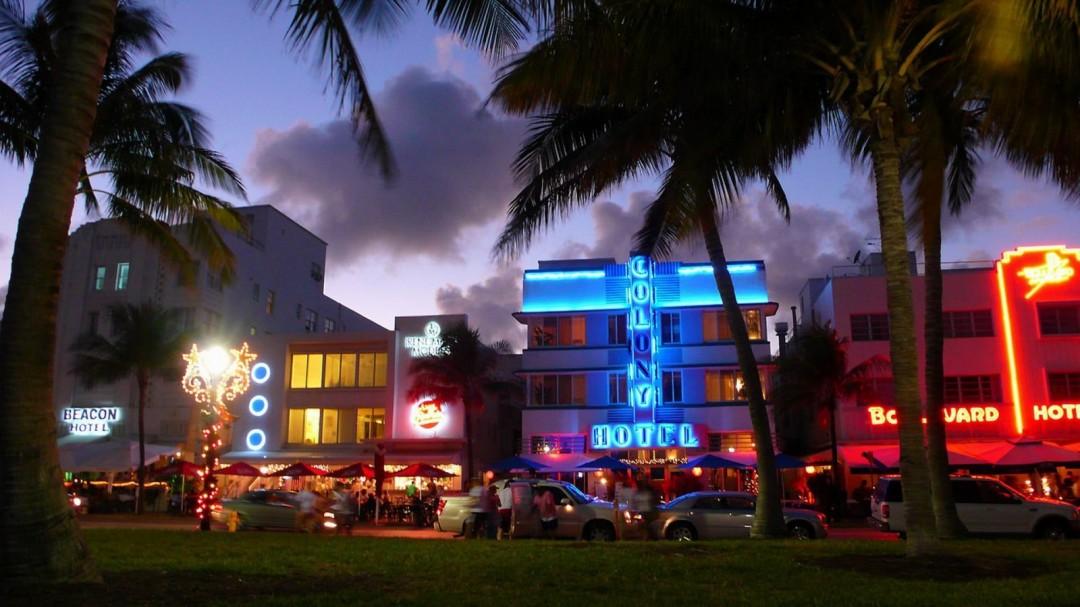 Miami South Beach Florida at Night HD Wallpaper HDwallpaper2013com 1080x607