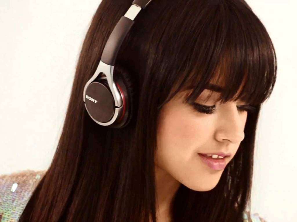 Becky G HD Images AMBWallpapers 1024x768