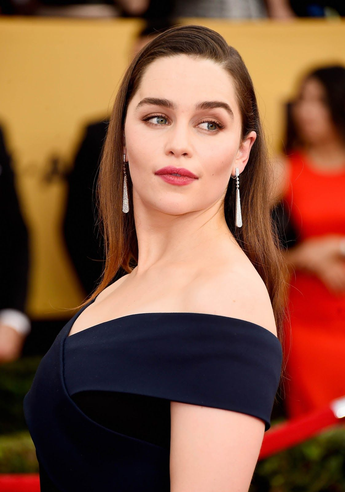 Terminator Genisys Actress Emilia Clarke Full HD Images and 1123x1600