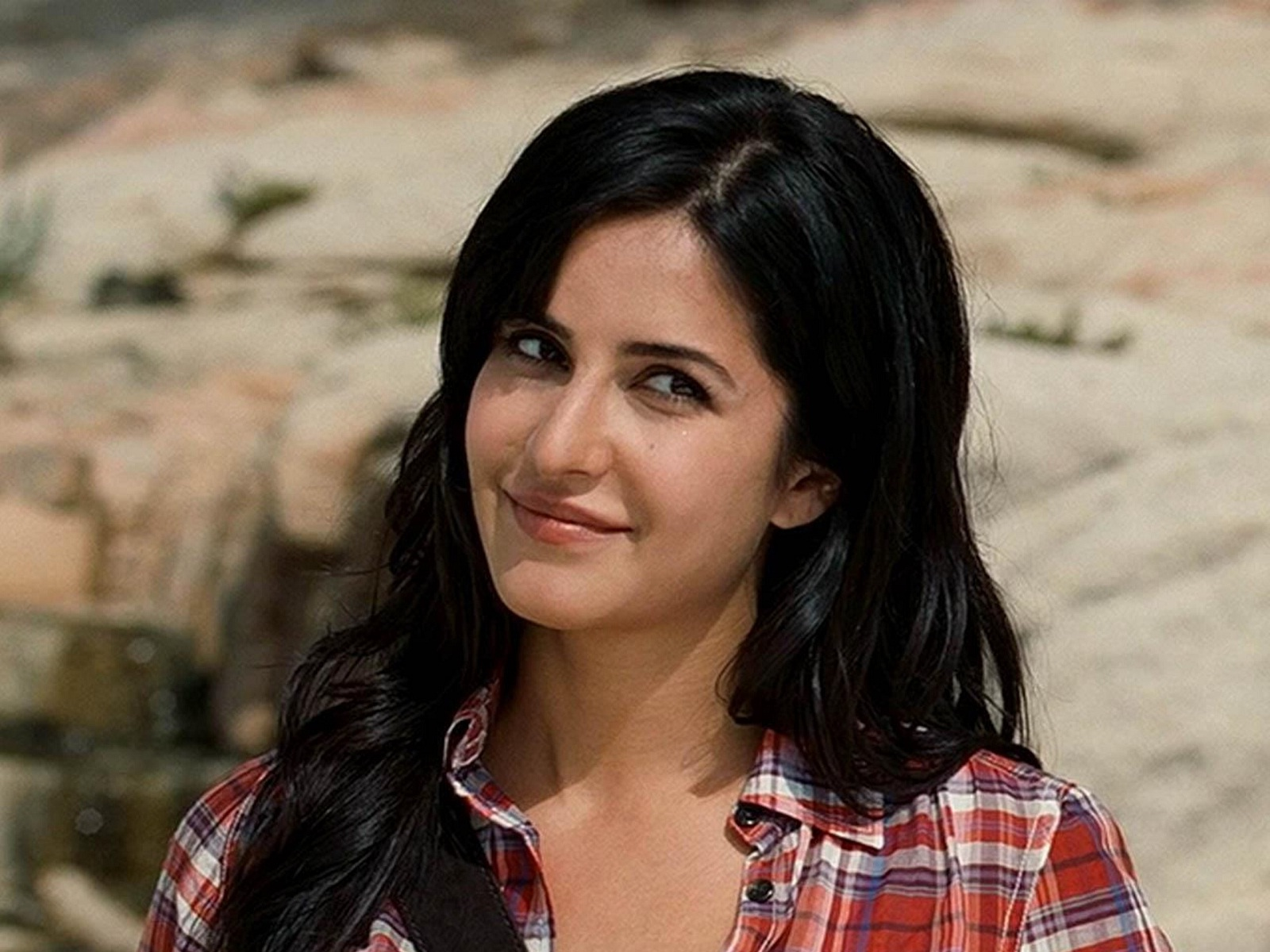 Katrina Kaif cute smile in shirt HD Wallpapers Rocks 1600x1200