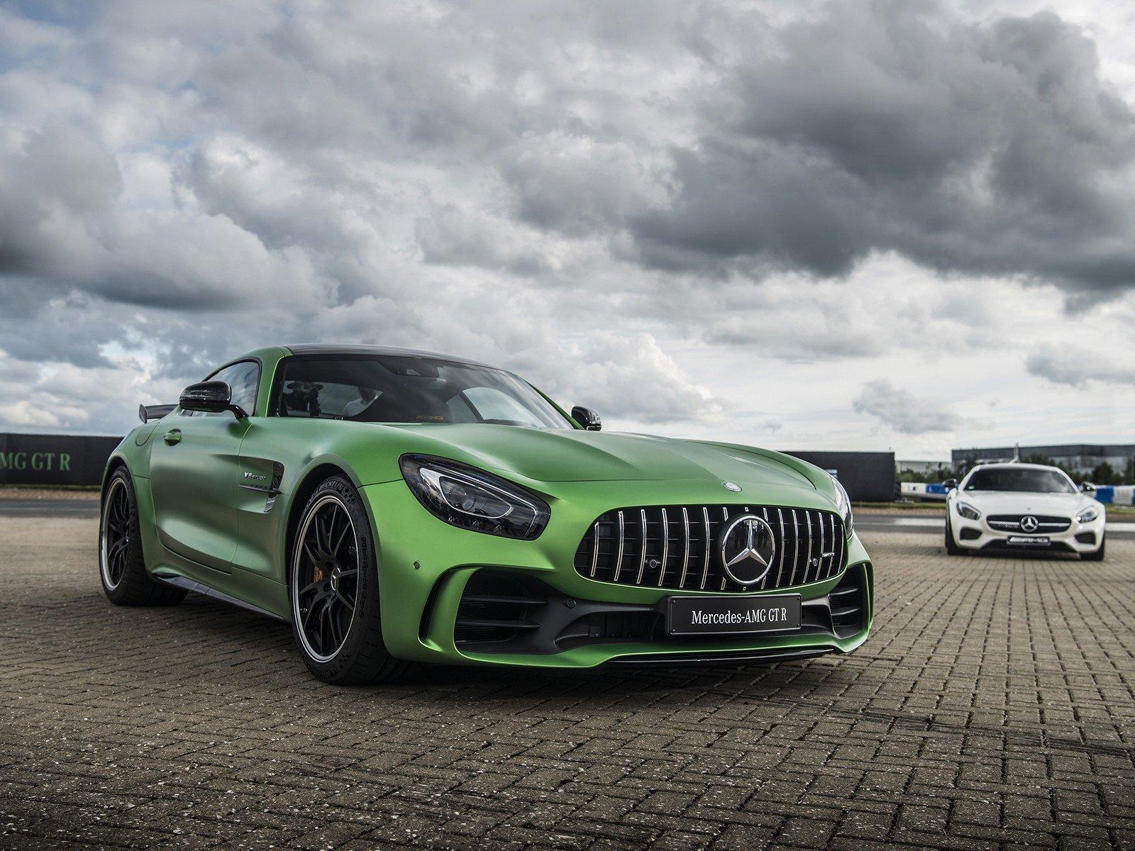 Mercedes benz AMG GT 1600x1200