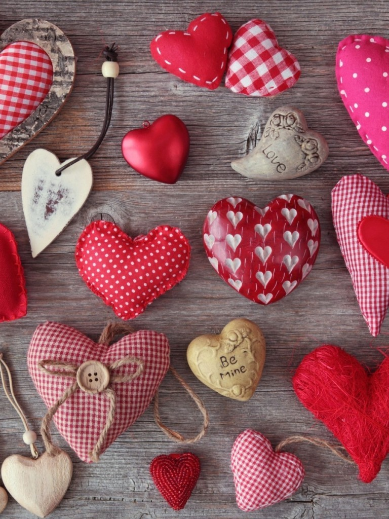 Download 768x1024 Valentines Day Hearts Love Top Wallpapers 768x1024