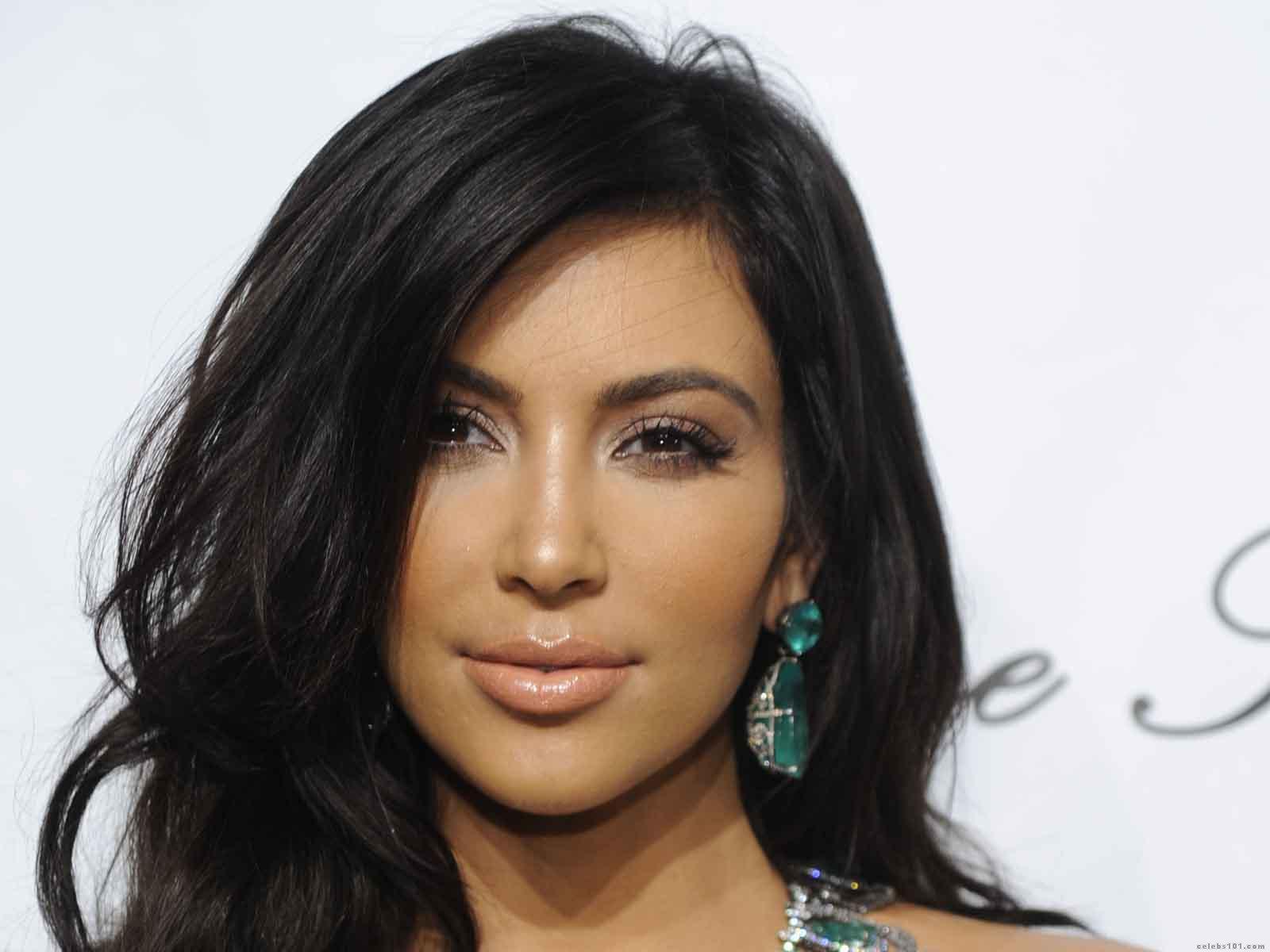 Labels Kim Kardashian Wallpapers HD 1600x1200